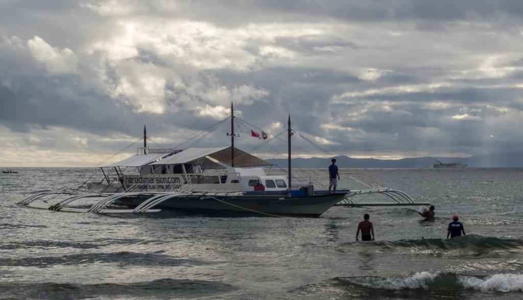 корабль Harolds Mansion, Филиппины