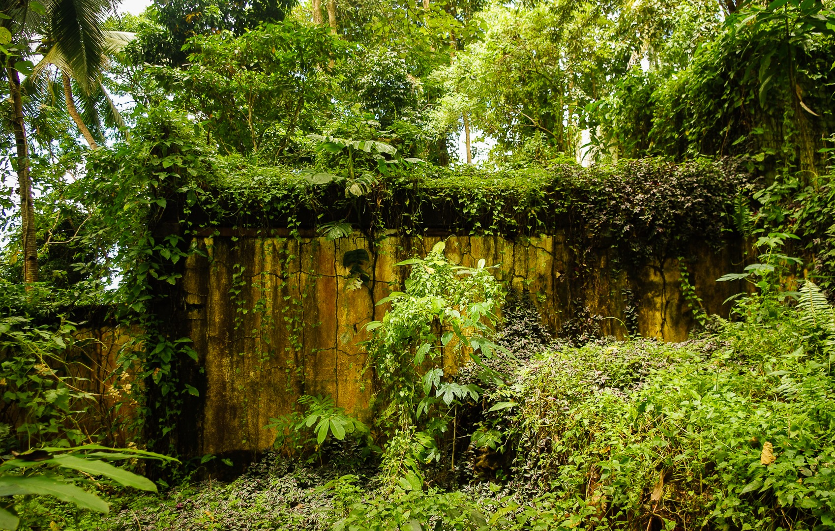 Руины отеля, Филиппины