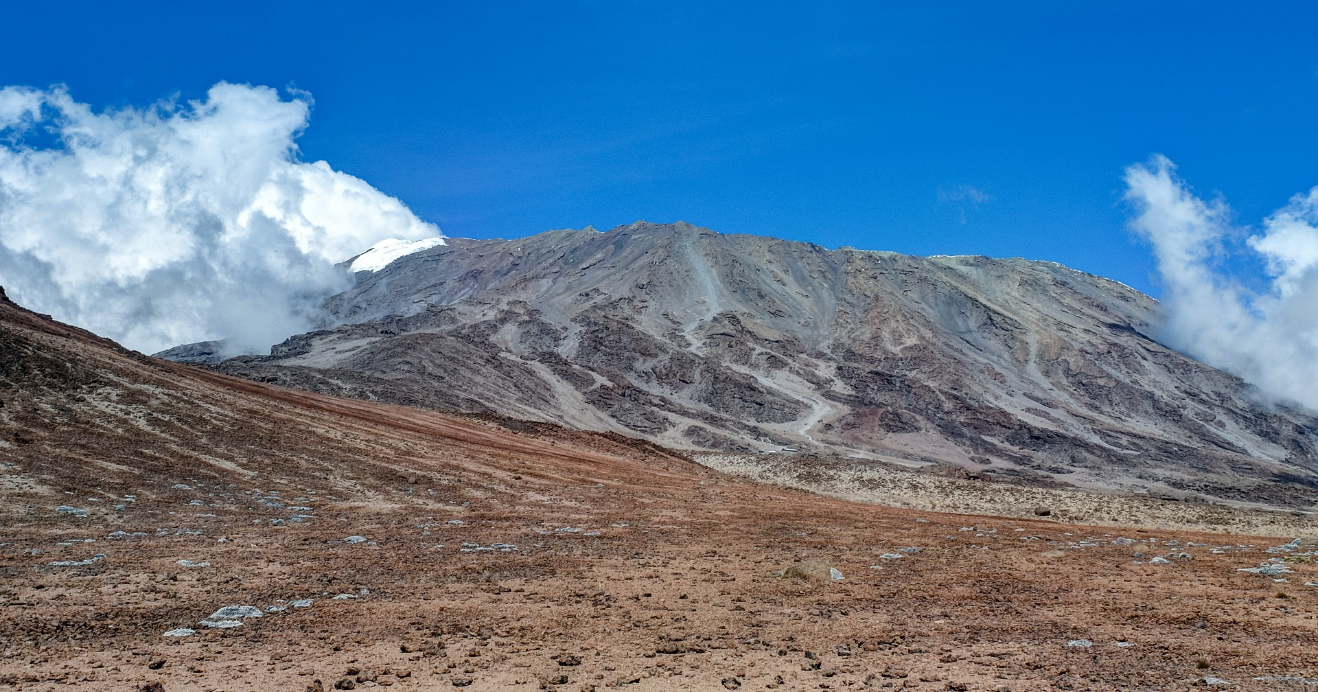Облака на пике Кибо, Килиманжаро