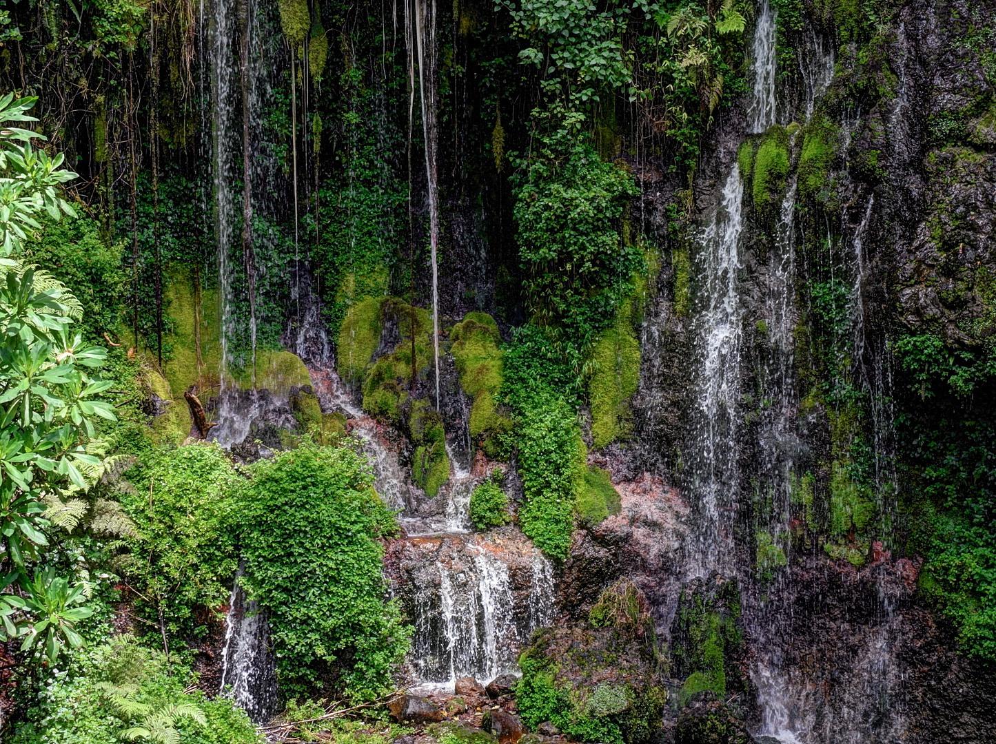 водопад у входа Килиманджаро