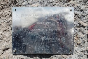 табличка памяти Самуэля Телеки, Килиманджаро