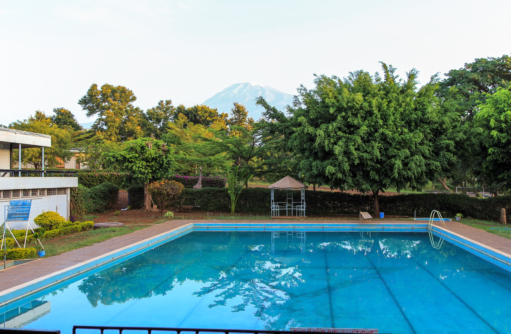 Бассейн в хостеле YMCA, Килиманжаро