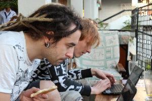 Карастель и Вася за ноутбуками, Килиманжаро