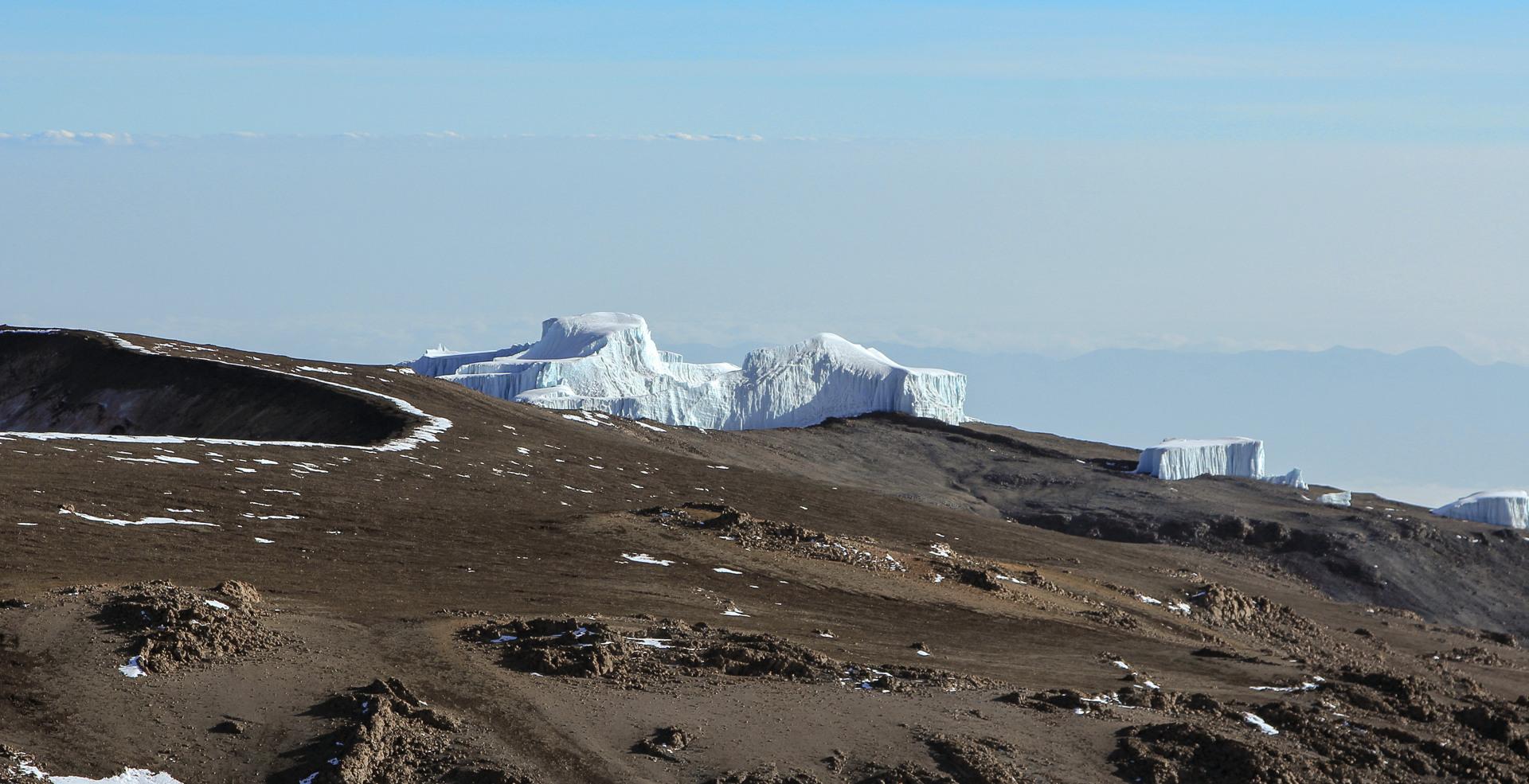 вид на Кибо (Kibo), Килиманджаро