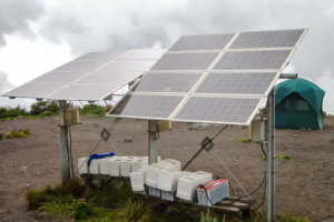 Солнечные батареи на Хоромбо хатс, Килиманжаро