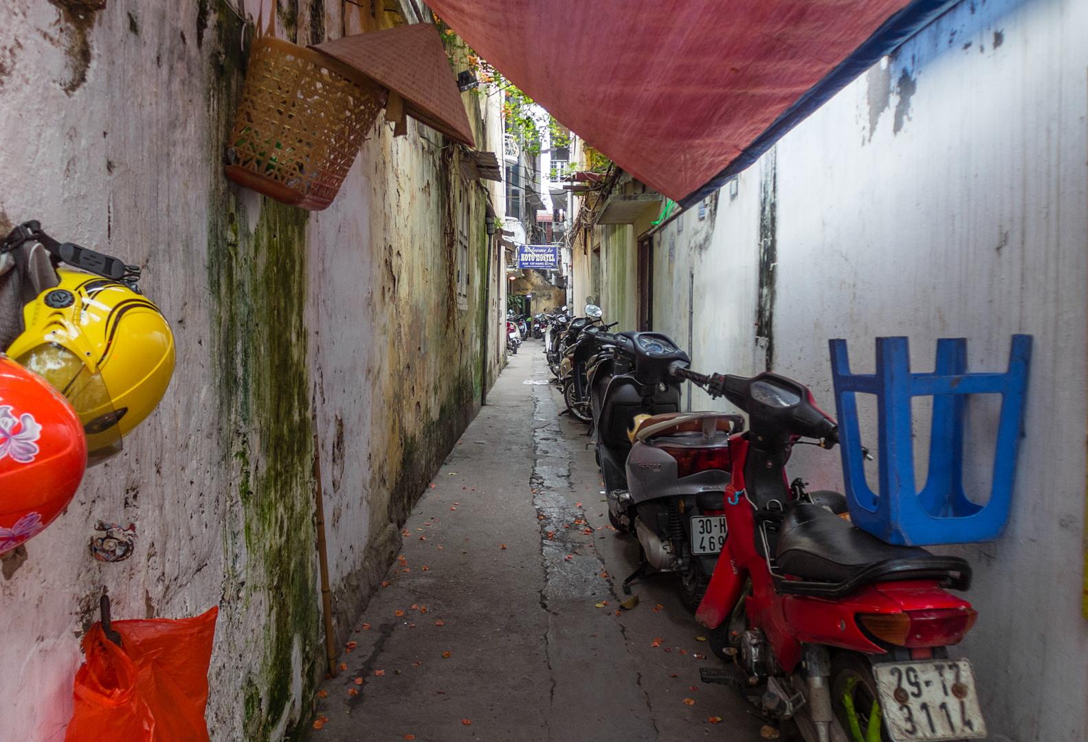 Узкие улочки Ханоя