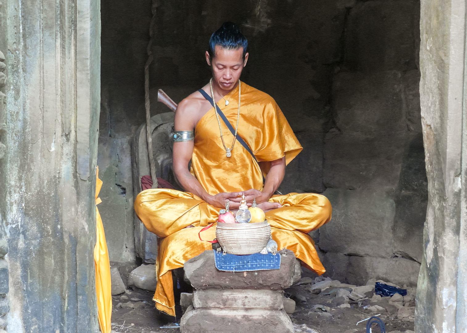 Монах в храме Байон (Bayon Temple), Ангкор