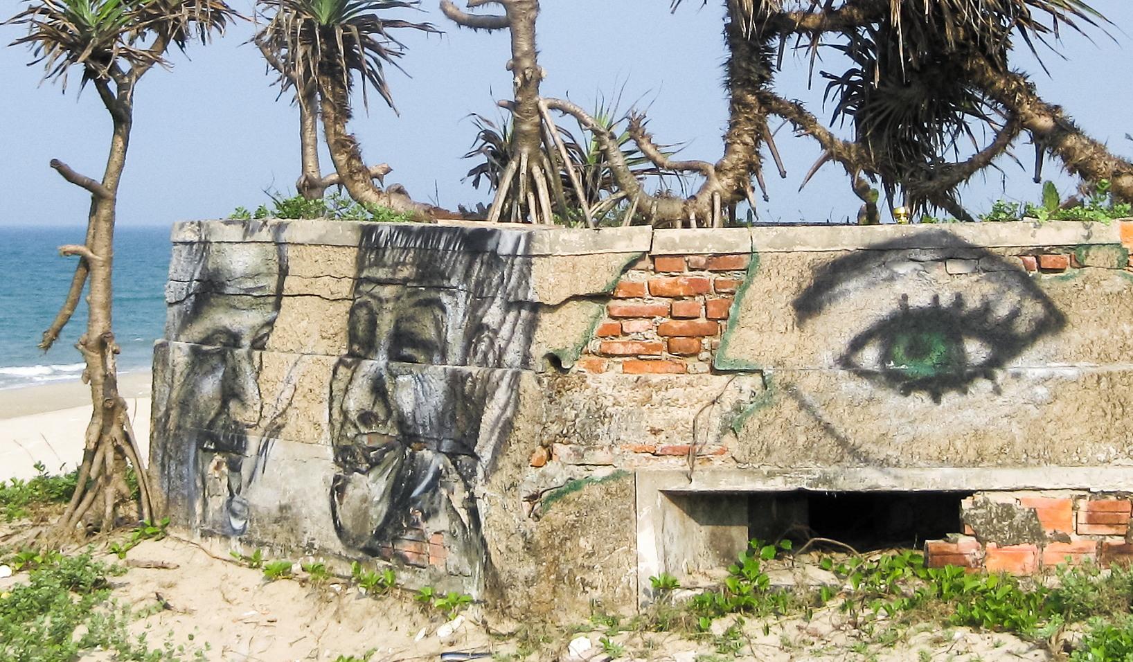 Граффити на пляже