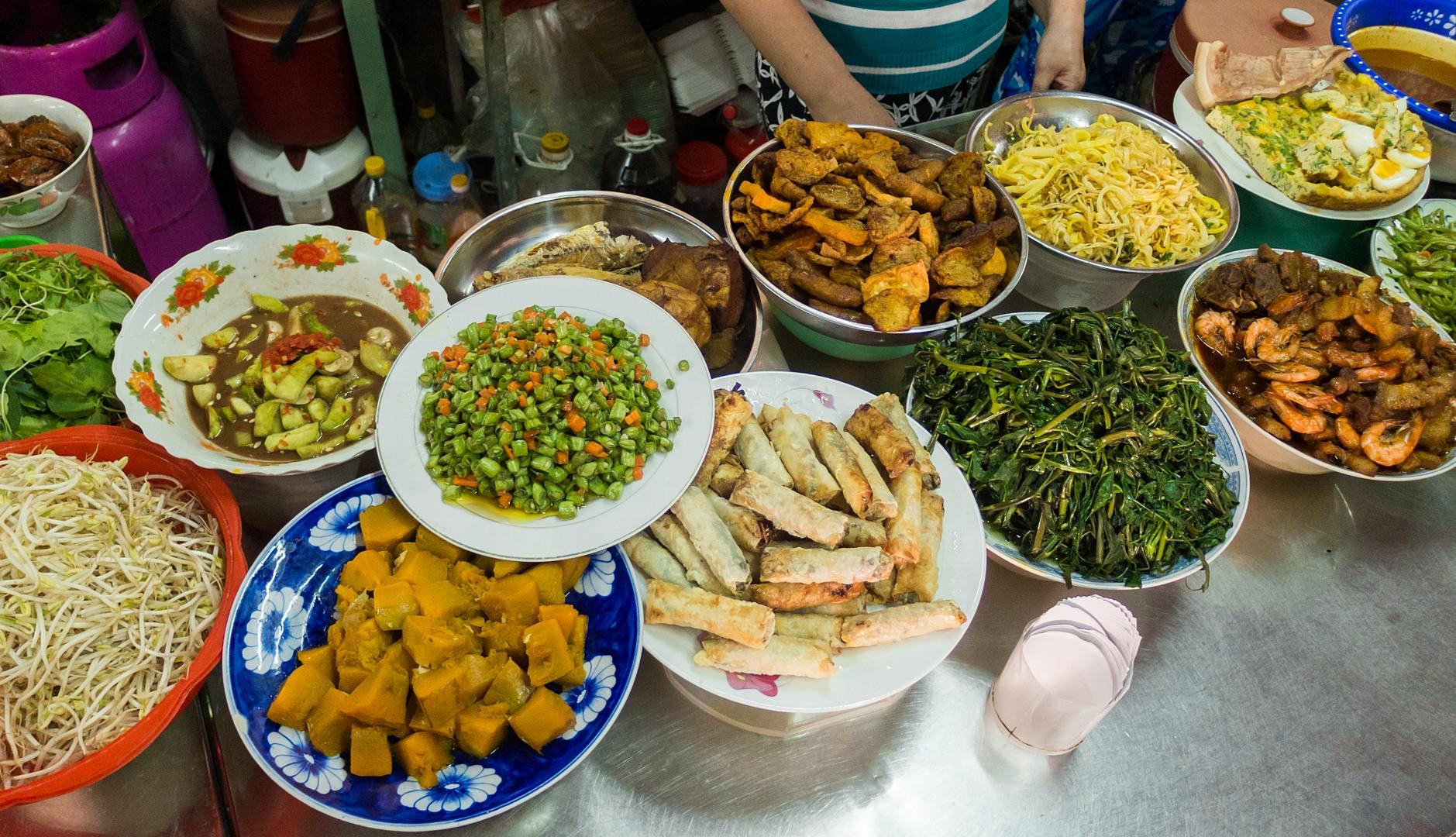 Еда на рынке в старом городе