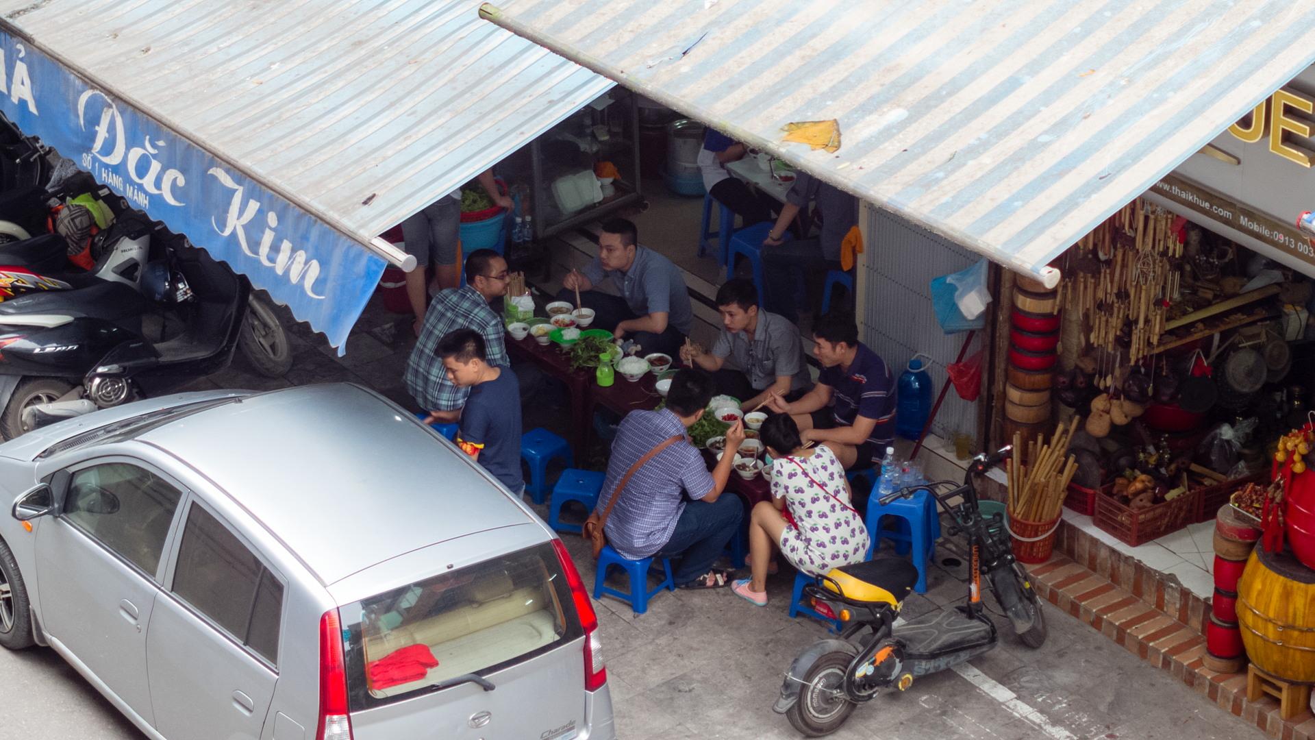 Люди на улице Ханоя