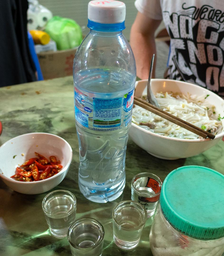 Рисовая водка и фо-бо, Халонг