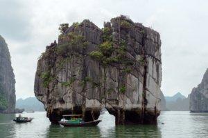 Скалы, бухта Халонг