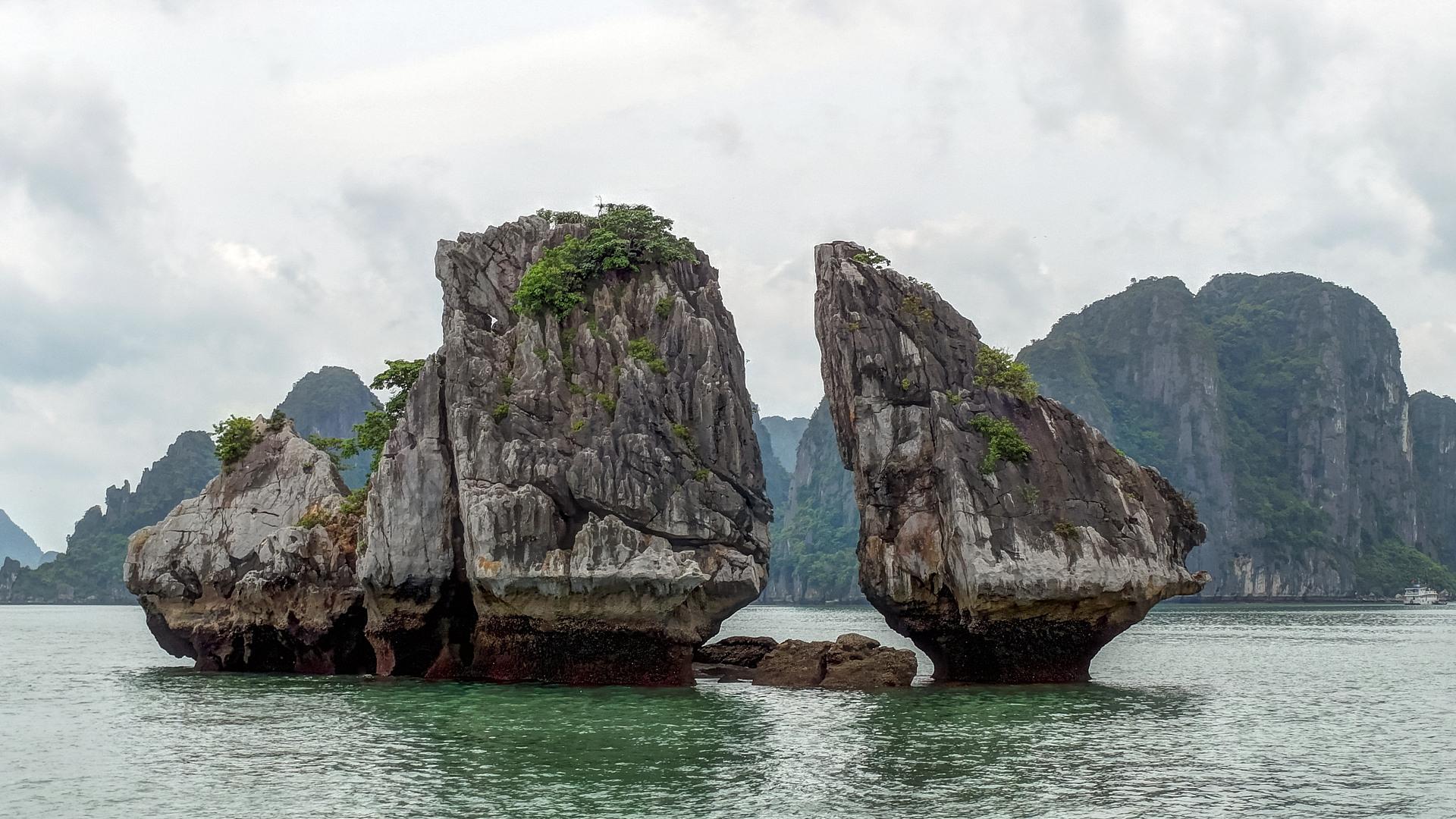 Целующиеся Скалы, бухта Халонг