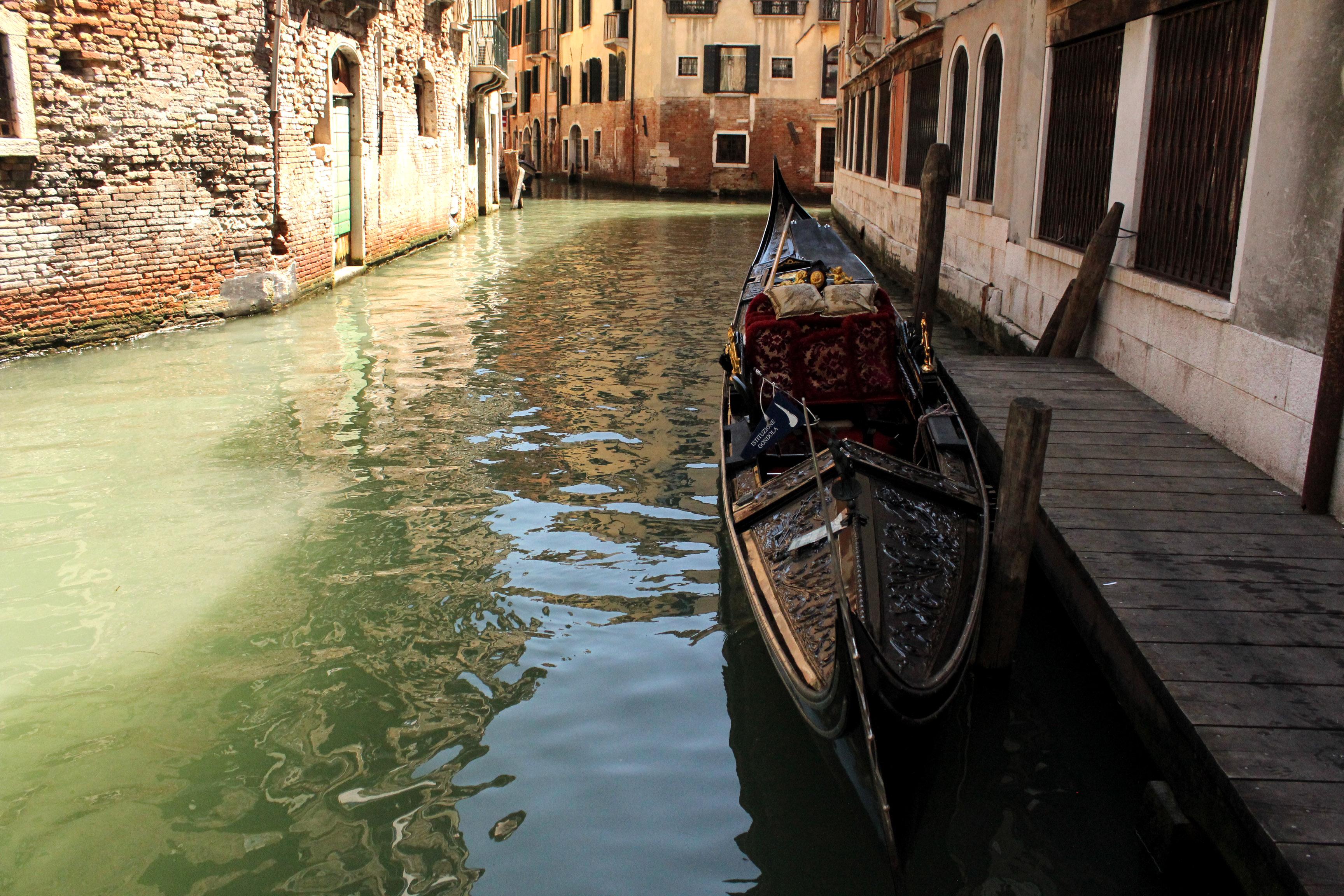 фото венецианской гондолы денег все