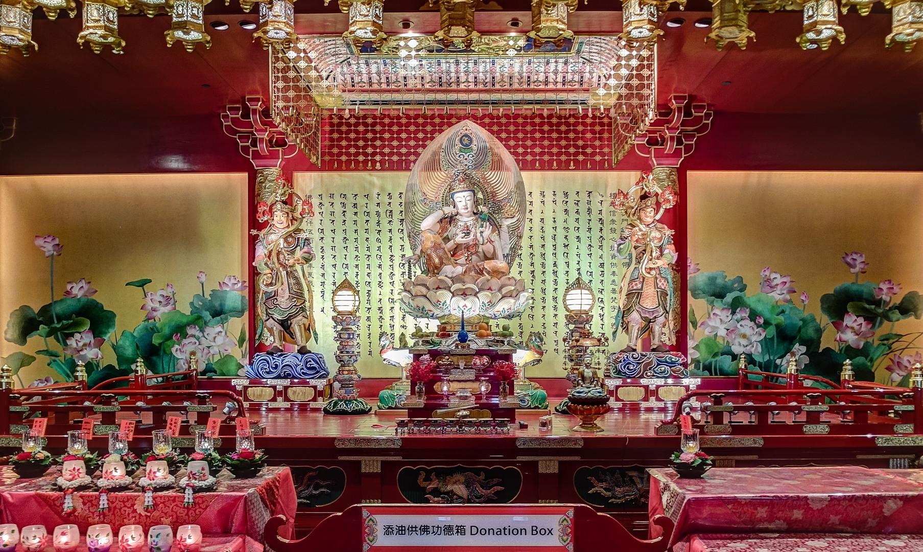 Буддийский храм музей Temple bell Buddha Tooth Relic Temple and Museum, Сингапур