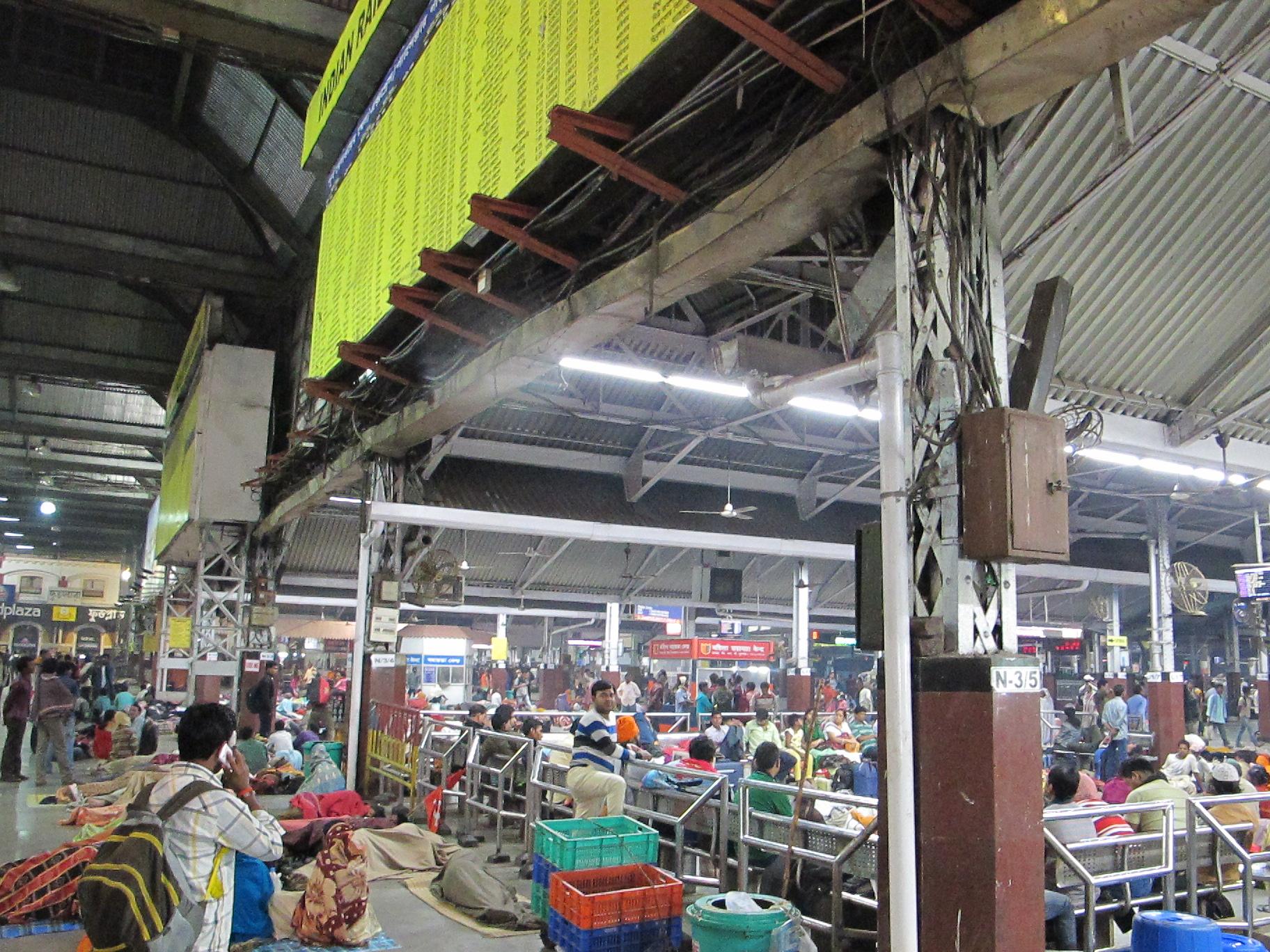 Железнодорожная станция Ховра (Howrah Junction), Калькутта, Индия