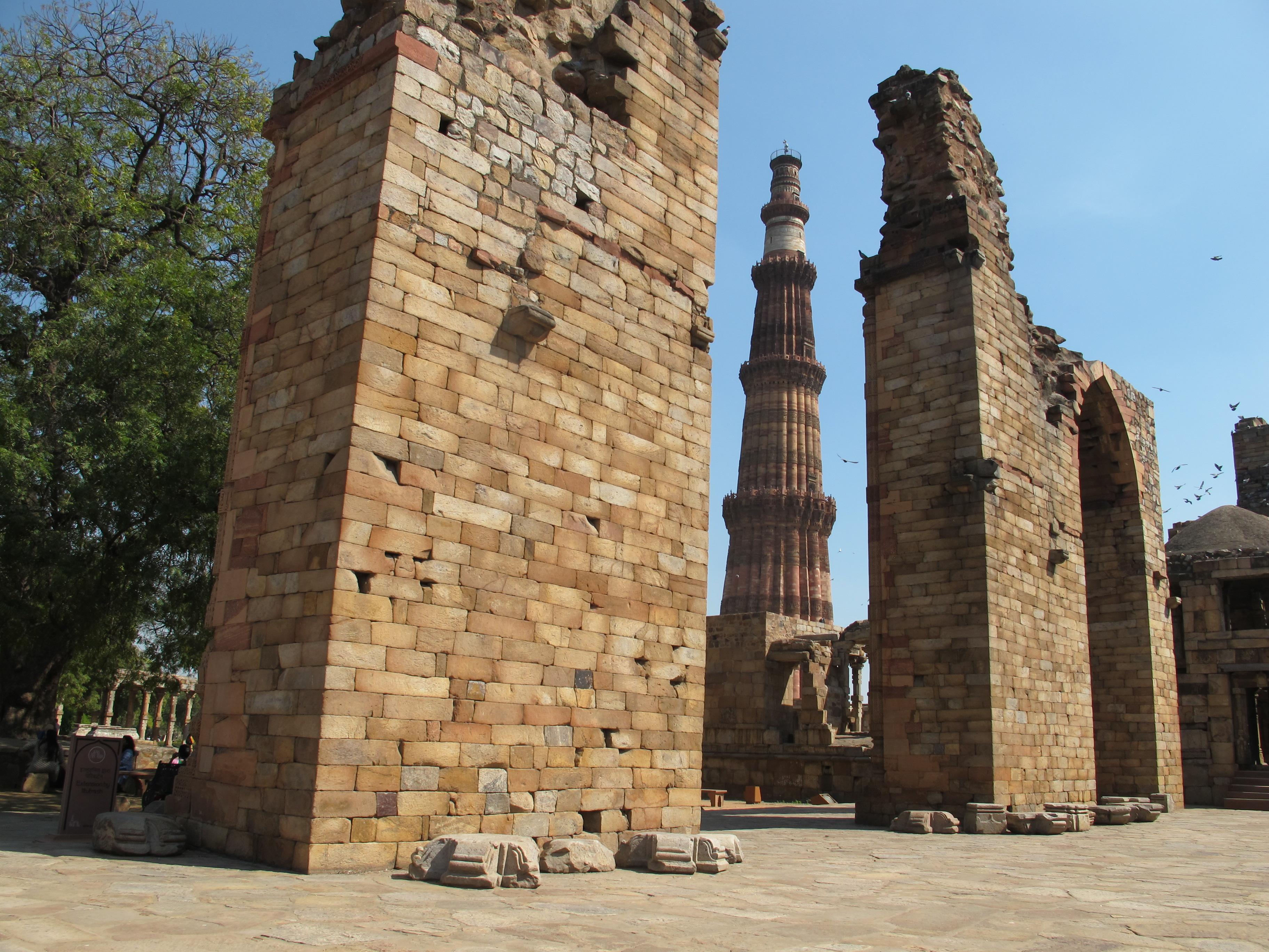 Мечеть Куватт-Уль-Ислам (Quwwat-ul-Islam Mosque)