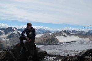 гора Эльбрус и Вася